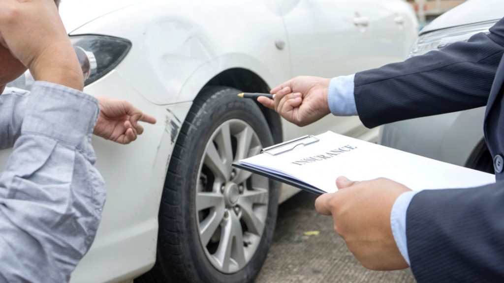 How does the Car Accident Lawyer Handle the Insurance Company Lawyers