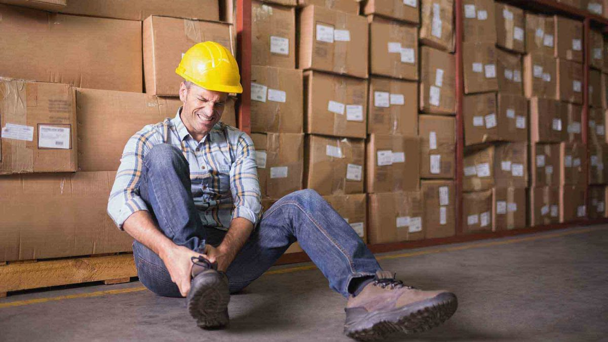 How is a Workers Compensation Lawyer the Best Person to Handle your Claim